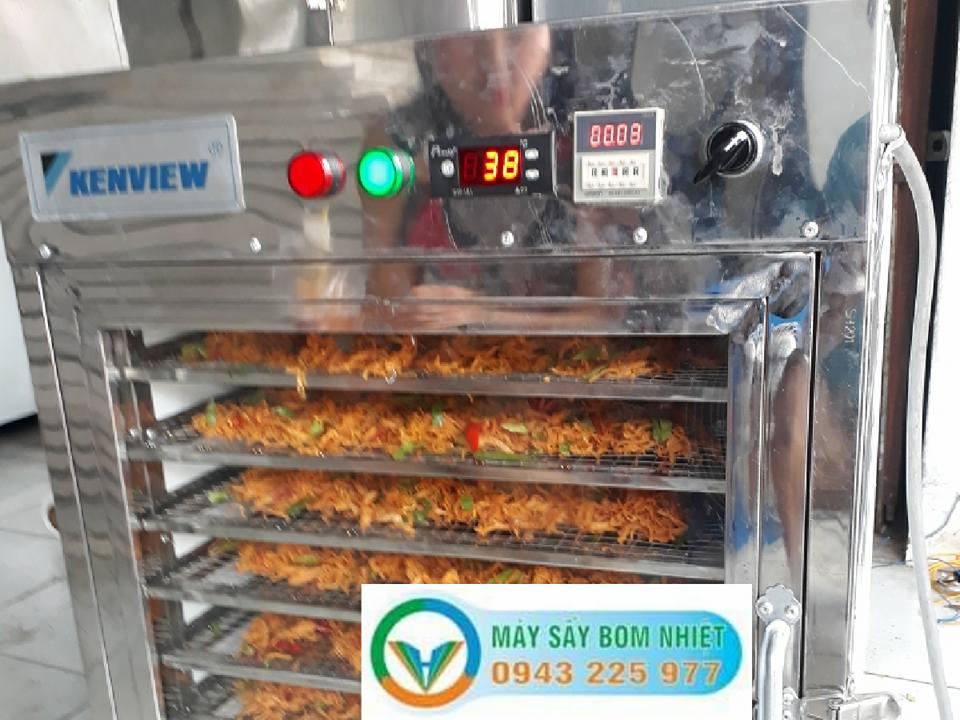 Máy sấy thực phẩm -Sấy khô gà lá chanh